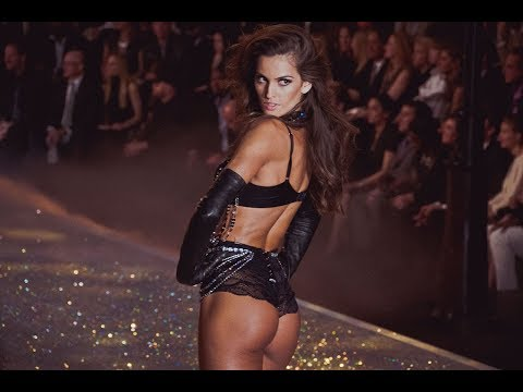 5 'Signature' Runway-end Pose at the Victoria's Secret Fashion Show that we remembered
