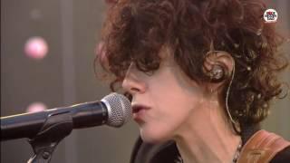 Rode Neuzen Dag: LP - Lost On You (live bij Q)