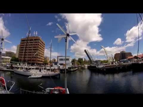 Départ du port d'Hobart (manœuvres de port)