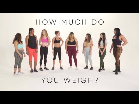 Women try guessing each others weight | A social experiment