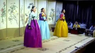 "Korean Folk Music Group sing ""Bengawan Solo"" (Famous Indonesian Song)"