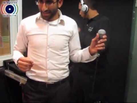 הזמר אבישי אשל חושף שיר חדש ברדיו קול חי אצל יוסי אייזנטל בתוכנית מוצ''ש מוסיקלי