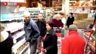 Šílenství v libereckém obchodě! Lidé se rvali o zlevněný olej a nadávali! tn.cz