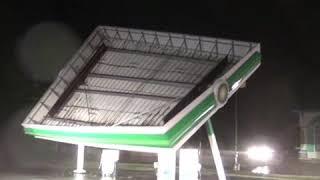 Обрушение крыши на бензоколонке