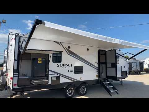 This is the Ideal Couples Trailer! 1/2 Ton Truck Towable! 2020 Crossroads Sunset Trail 253RB