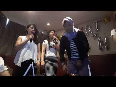 Heboh!! Goyang asik bersama teman (karaoke)