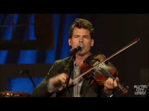 Old Crow Medicine Show performs Wagon Wheel at the 2013 Americana Music Festival