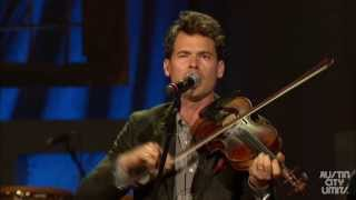 "Old Crow Medicine Show performs ""Wagon Wheel"" at the 2013 Americana Music Festival"