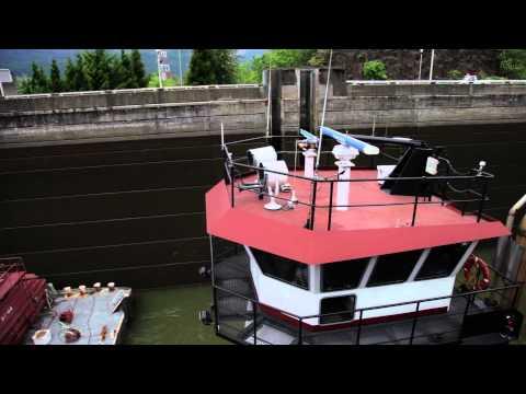 Bonneville Lock and Dam Columbia River Gorge Oregon Tug Push Boat - Cascade Locks Canon 5D