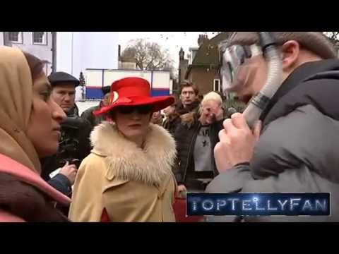 law face sitting protests in LondonKaynak: YouTube · Süre: 1 dakika46 saniye