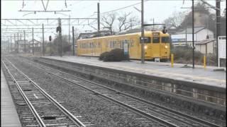115系電車荒島駅を通る。