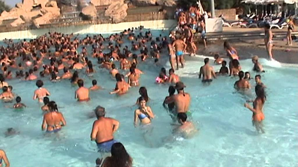 Etnaland agosto 2013 piscina onda gedierifra youtube - Piscina onda ...