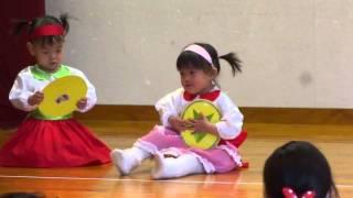 2013年12月21日。 この日は娘のしおりちゃん(1歳8か月)の、生まれて初めてのおゆうぎ会でした。 立ったり座ったりするだけでした...