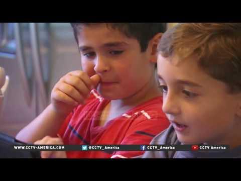 Ndalimi i laptopëve, panik mes prindërve - Top Channel Albania - News - Lajme