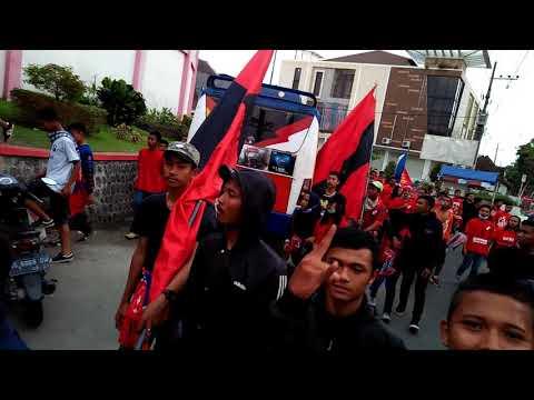 Aksi suporter PSBI Blitar (freedomgate x Blitzman) di depan std suprijadi (20-08-2017)