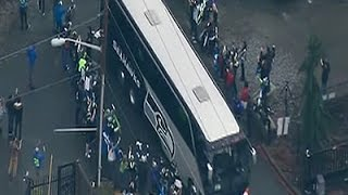 Raw: Seattle Fans Welcome Seahawks Home