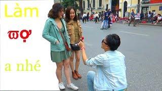 Lưu Tuấn Anh - Cầu hôn người lạ giữa phố đi bộ   Magic Proposal Prank