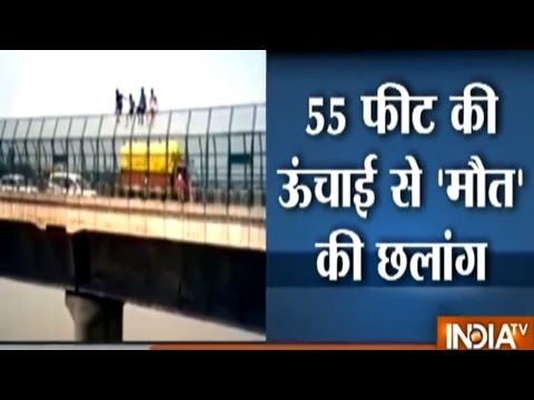 Watch: Teenagers in Agra Perform Deadly Stunt, Jump into River Yamuna from Bridge