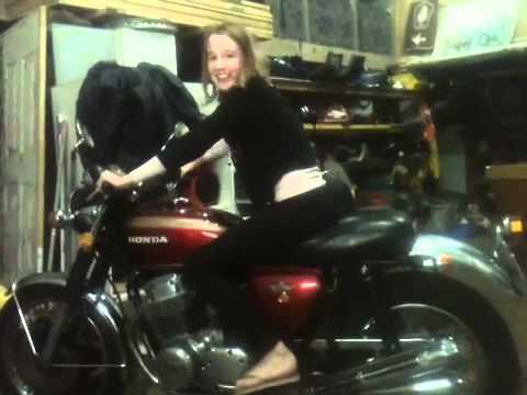 画像: Honda 4 750 K2 13 year old girl kick start youtu.be