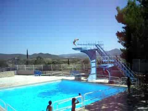 Plongeoir coup de pied a la lune pertuis youtube for Plongeoir piscine