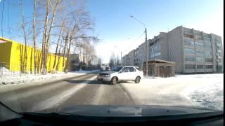 придурок на Nissan R'nessa(Сегодня 15 января на ул.Строителей в Чите водитель Nissan R'nessa, выезжа с дворовой территории чуть не подставил..., 2016-01-15T12:05:50.000Z)