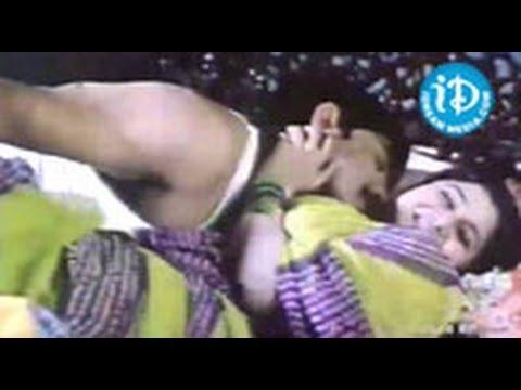 sankranthi-movie-songs---chilaka-song---venkatesh---arti-agarwal---sneha---srikanth