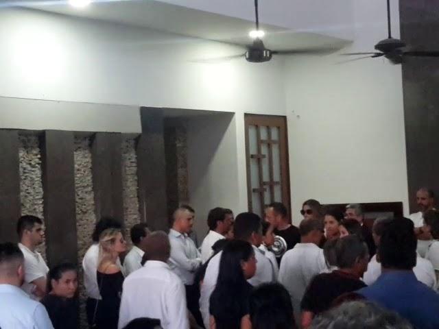 David Ospina en la cremación del padre del