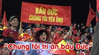 """""""Không có bầu Đức, không có thầy Park"""": NHM Việt Nam lý giải tấm băng rôn trong trận Việt Nam UAE"""