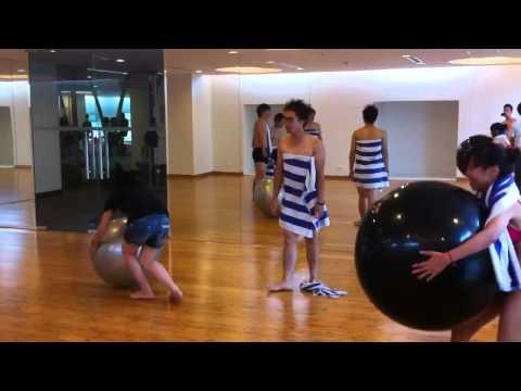 Phá phòng tập yoga =))