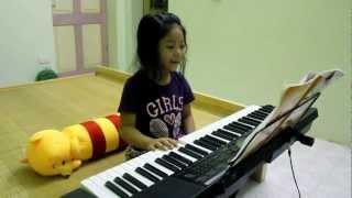 Lần đầu tiên Chip chuối vừa đàn vừa hát ^.^!