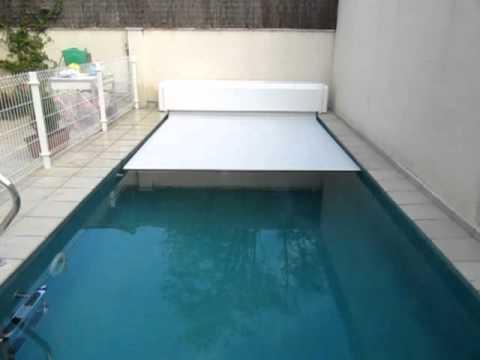 Video de cubierta automatica de piscina cierre con cajon for Piscinas con gresite blanco