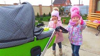 МАЛЫШ в коляске КАК МАМА Настя и Арина Катаемся на машинке Range Rover Куклы Moose Betty Spaghetti