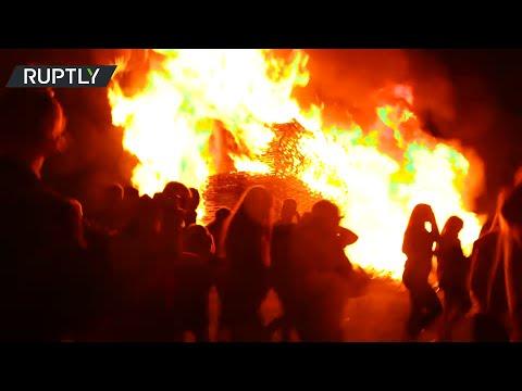 Post-Brexit tensions | Loyalists burn MONSTER BONFIRE ahead