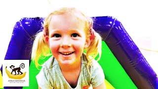 Весело играем на игровой площадке. Видео для детей Fun Time In Monkey Joy Playground. Kids Video.