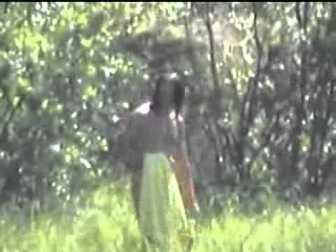 Фото под юбкой без трусов, голые девушки на публике