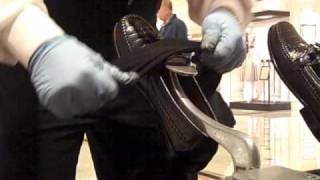 Spitshine Shoes With Shoe Polish, Water And Heat.wmv