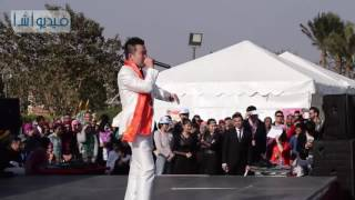 شاهد بالفيديو :  شاب صيني لديه موهبة نادرة في تقليد أصوات الحيوانات والآلات