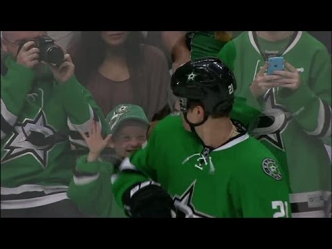 Stars' Antoine Roussel Makes a Young Fans Day