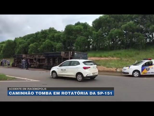 Acidente em Iracemápolis: caminhão tomba em rotatória da SP-151