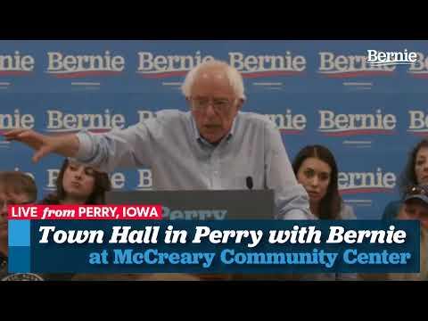 Bernie Hosts Town Meeting in Perry, Iowa