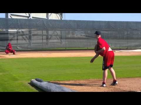 Justin Masterson executes bullpen session