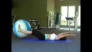 Подъём ног с фитболом лёжа на полу