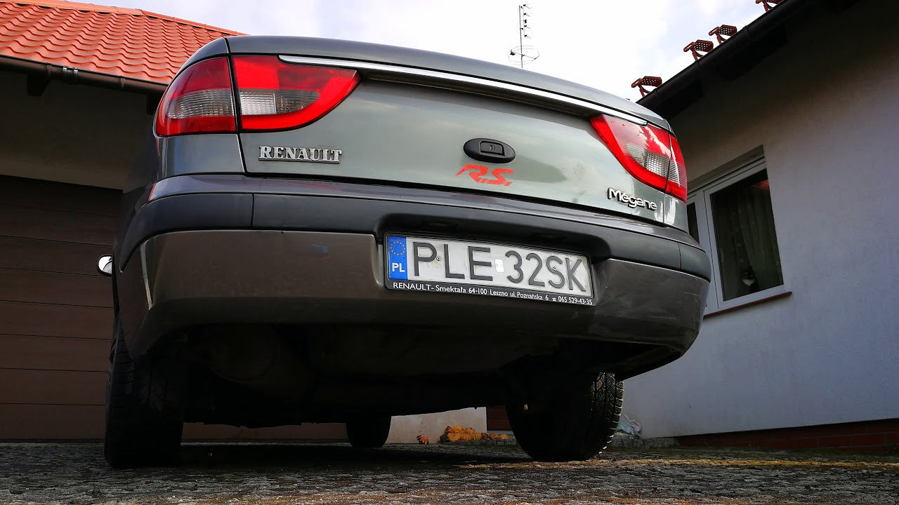 81. Renault Megane R.S. Classic - startup and revs - the end of this ...