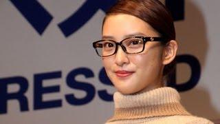女優の武井咲さんが「第26回日本メガネベストドレッサー賞」の「今後メ...