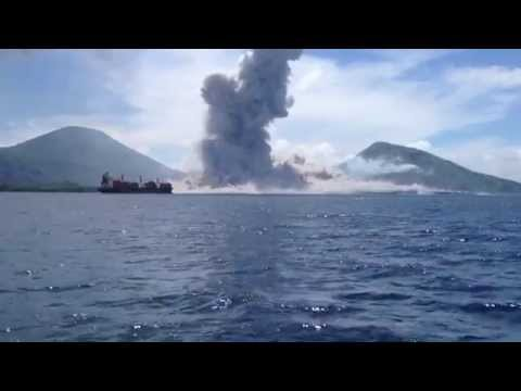 The eruption of Mount Tavurvur - 8/29/14