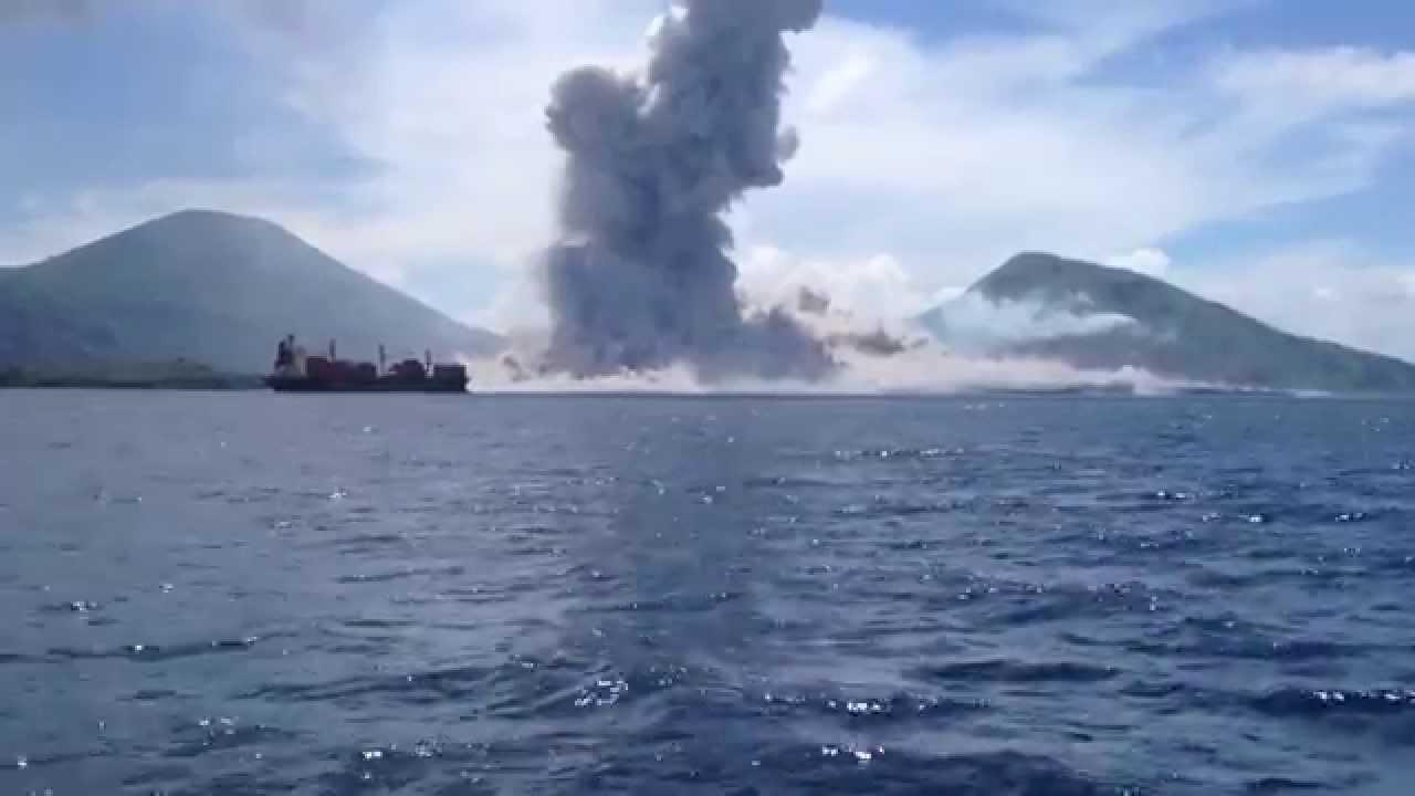 Volcano Eruption in Papua New Guinea - YouTube