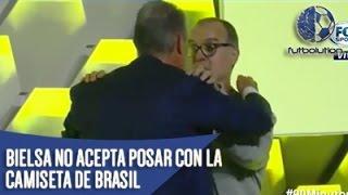 BIELSA VS TITE ► No Acepta Posar Con La Camiseta De Brasil