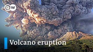 Massive Eruption Of Indonesia S Mount Sinabung Volcano Dw News