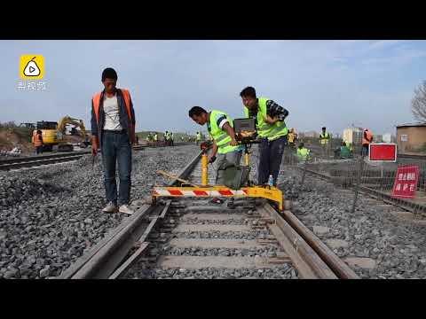 Watch: how China renovates its railway tracks to increase capacity