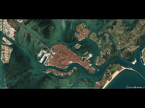 Venezia: le acque della laguna tornano trasparenti. Ecco il motivo